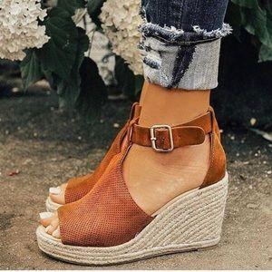 NIB Chic Tan Espadrille Platform Wedge Sandals